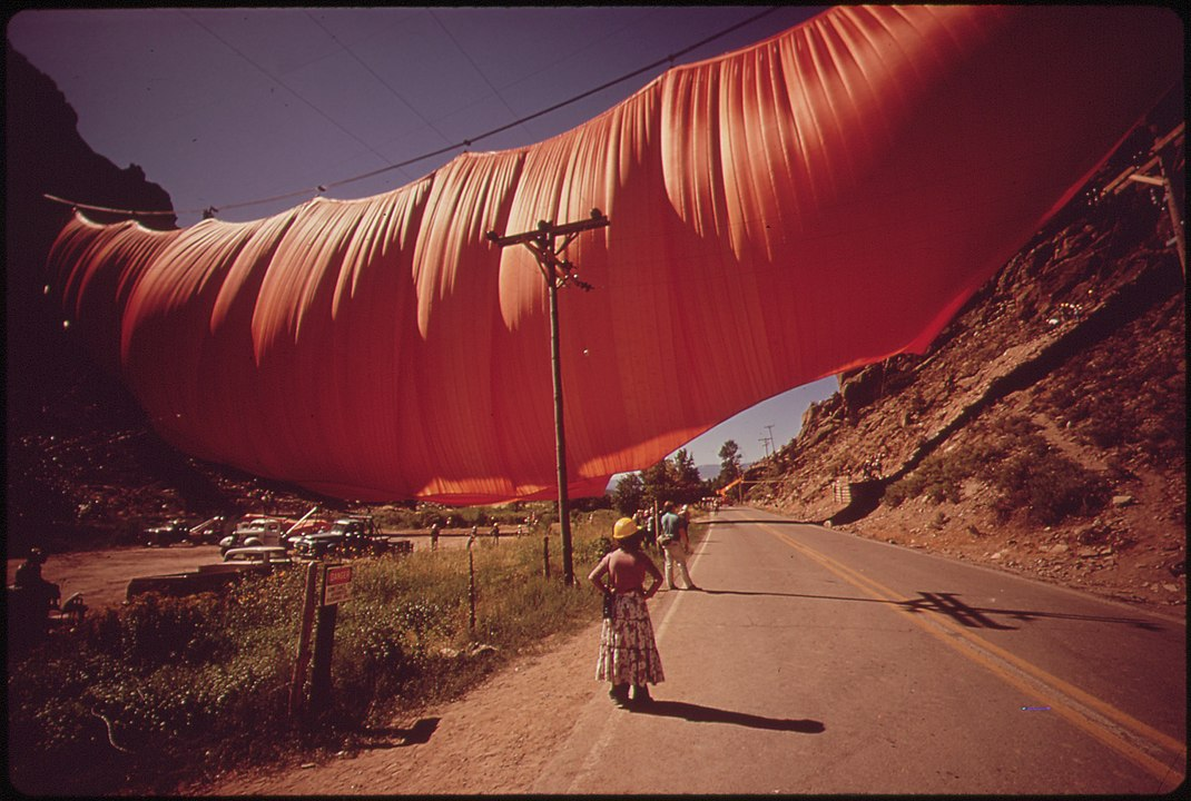 Valley Curtain, 1972